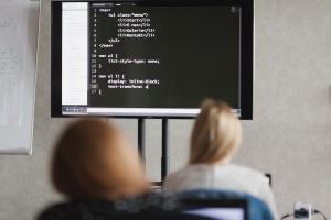 Pierwszymi programistkami na świecie były kobiety. Teraz branża potrzebuje ich jak nigdy