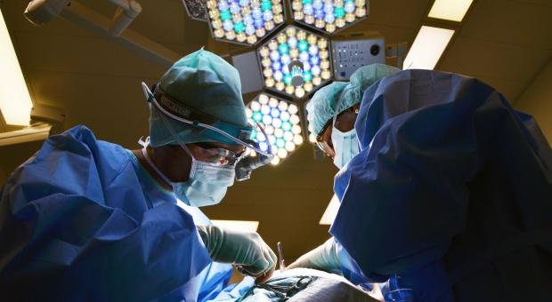 Błędy lekarskie, odszkodowanie: Podstawowe OC nie wystarcza. Lekarz w jednej chwili może stracić wszystko