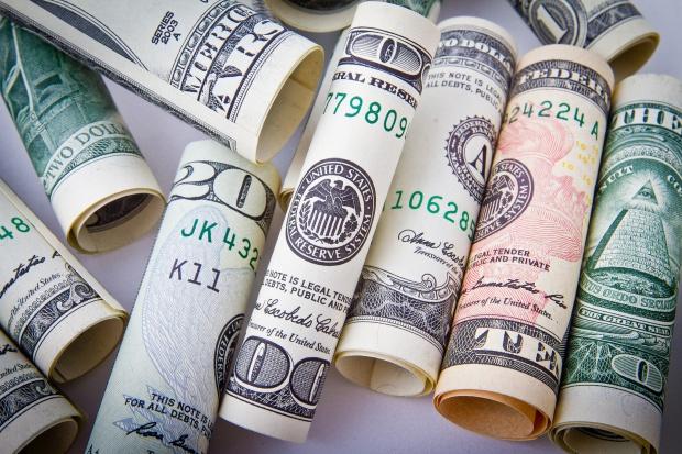 Polacy pracujący za granicą przysyłają do Polski coraz więcej pieniędzy