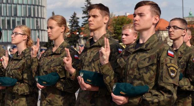Ochroniarze w strachu. Wojsko zrezygnuje z ich usług?