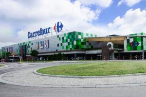 Jedna trzecia pracowników Carrefoura to osoby poniżej 35. roku życia