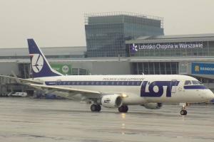 Loty z Warszawy zostaną odwołane? Związki zawodowe szykują strajk