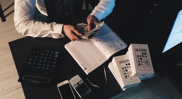 Jakie wynagrodzenie za pracę w finansach, księgowości, windykacji i podatkach (mamy dane z 518 firm)