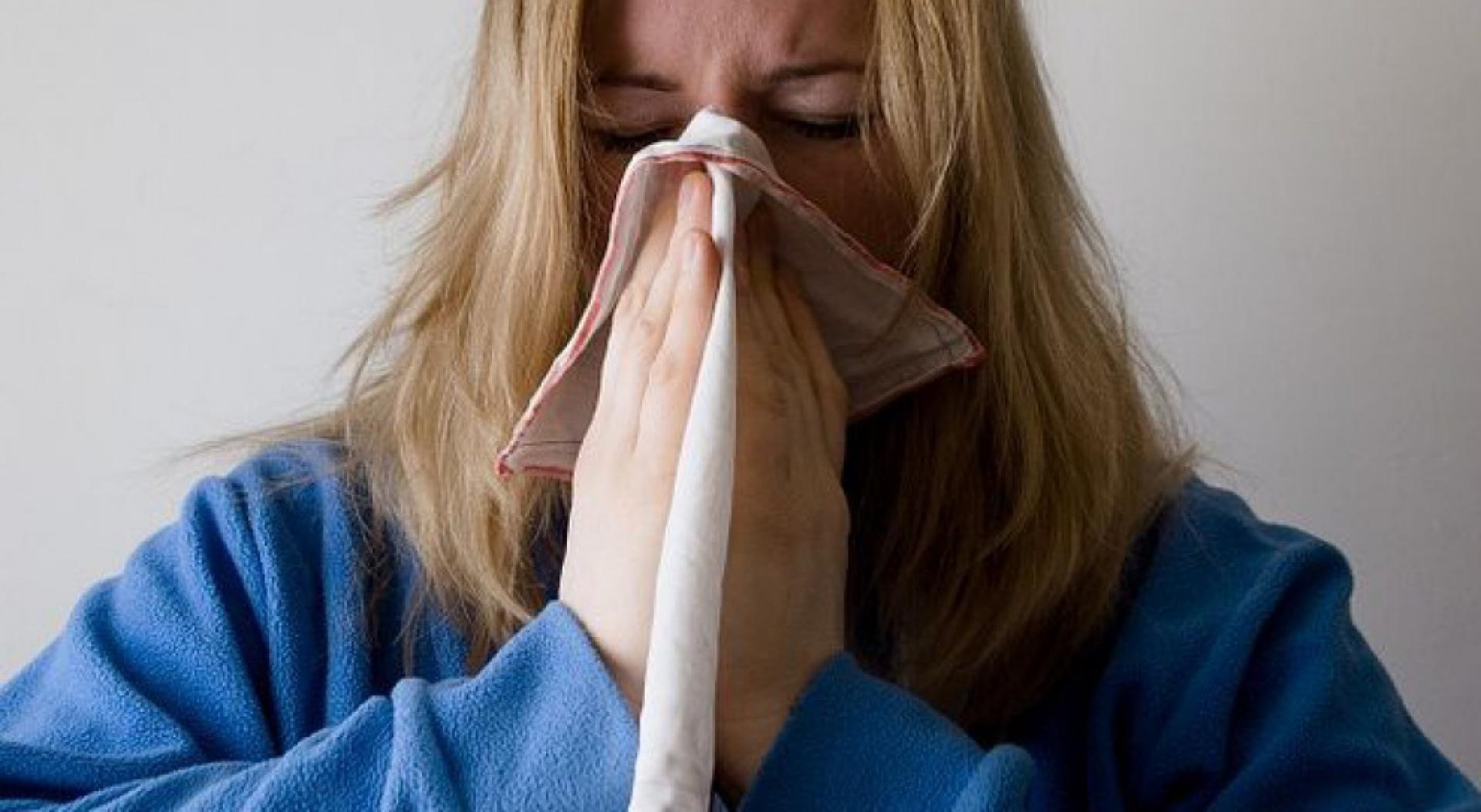 Wiele absencji chorobowych jest spowodowanych złapaniem infekcji w miejscu pracy. (fot. pixabay)