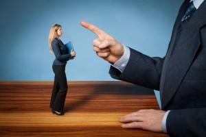 Jak rozmawiać z pracownikiem, gdy popełnia błędy?