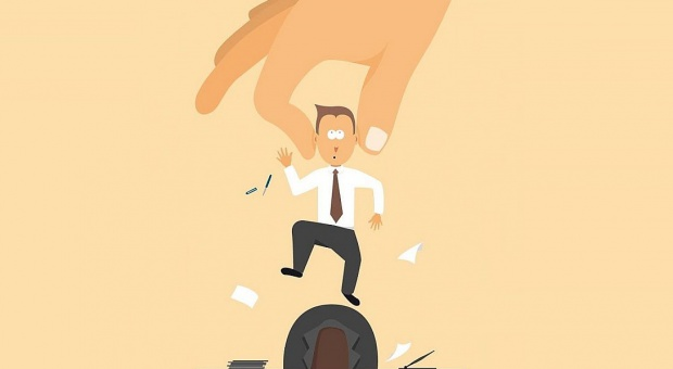 Outsourcing: Nieuczciwe firmy omijają przepisy i oszukują pracowników. Jak to sprawdzić?