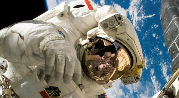 Branża kosmiczna: Brakuje pracowników. Rozwiązaniem program stażowy Agencji Rozwoju Przemysłu