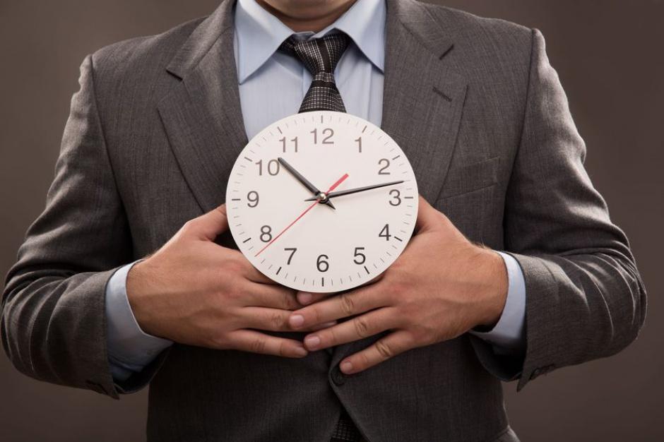 Aż 7,4 proc. Polaków spędza w pracy ponad 50 godzin w tygodni. (Fot. Fotolia)