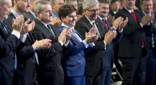 Rok rządu Beaty Szydło: 500 plus, stawka godzinowa i wiek emerytalny