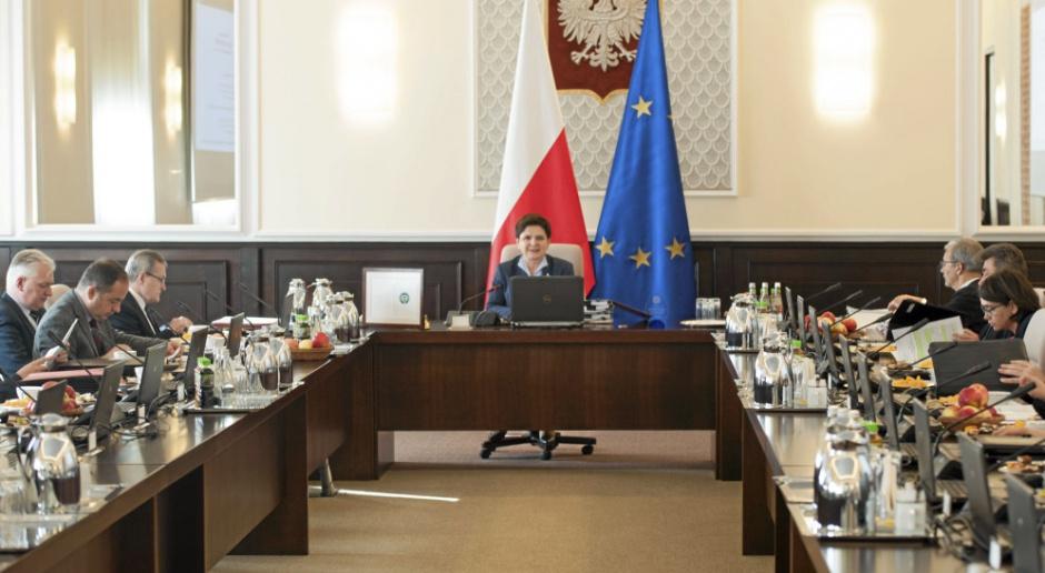 W gabinecie premier Beaty Szydło za politykę pracy odpowiada Elżbieta Rafalska. źródło: (fot.:KPRM/flickr.com/domena publiczna)