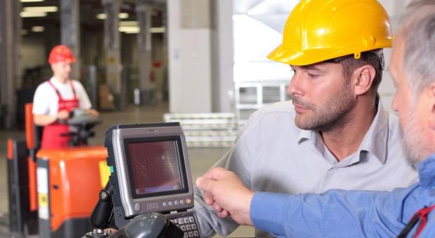 Ile zarabia inżynier lub technolog produkcji, ile kierownik ds. procesu produkcji, a ile dyrektor?