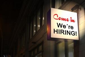 """Coraz więcej ofert pracy dla """"niebieskich kołnierzyków"""""""