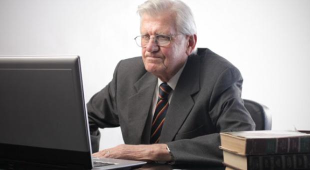 Obniżenie wieku emerytalnego: Morawiecki chce furtki dla tych, którzy wolą dłużej pracować
