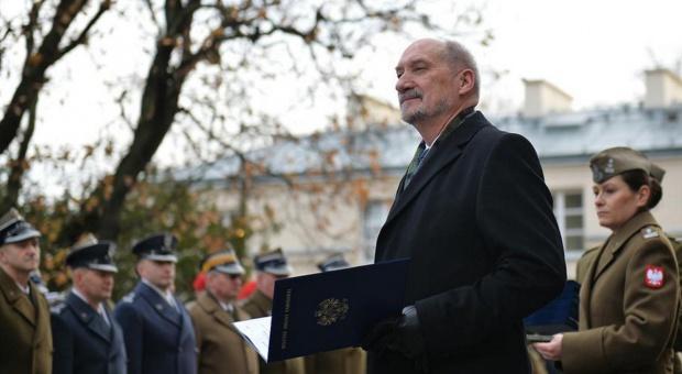 Nominacje oficerskie: Macierewicz awansował 57 oficerów na wysokie stanowiska