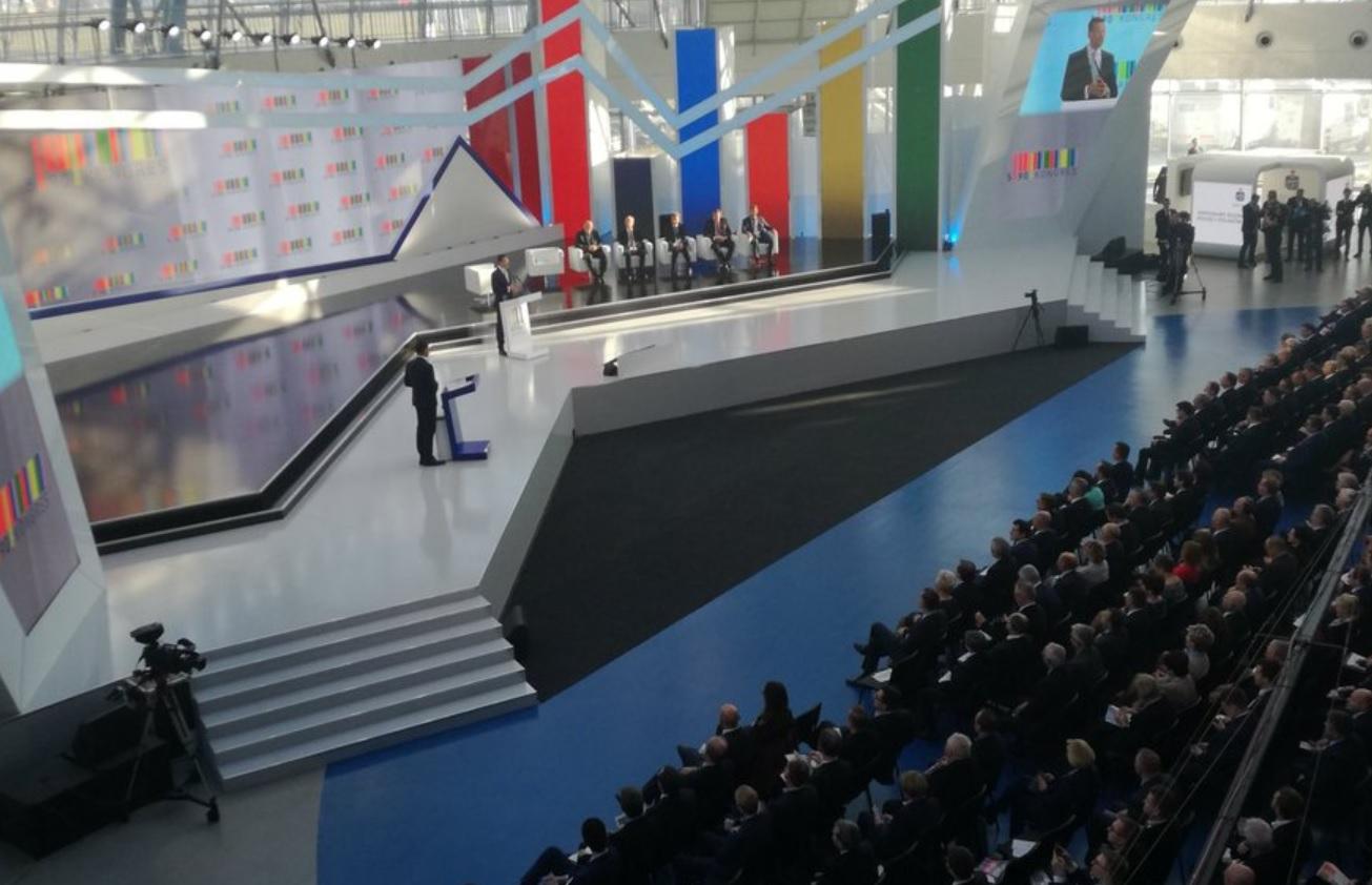 Wicepremier Mateusz Morawiecki przedstawia Konstytucję dla biznesu (fot.twitter.com/MR_GOV_PL)