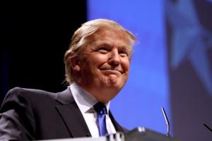 """Trump obiecuje stworzenie kilku milionów """"dobrze płatnych miejsc pracy"""""""