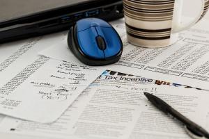 Polskie podatki coraz mniej skomplikowane, ale wciąż czasochłonne