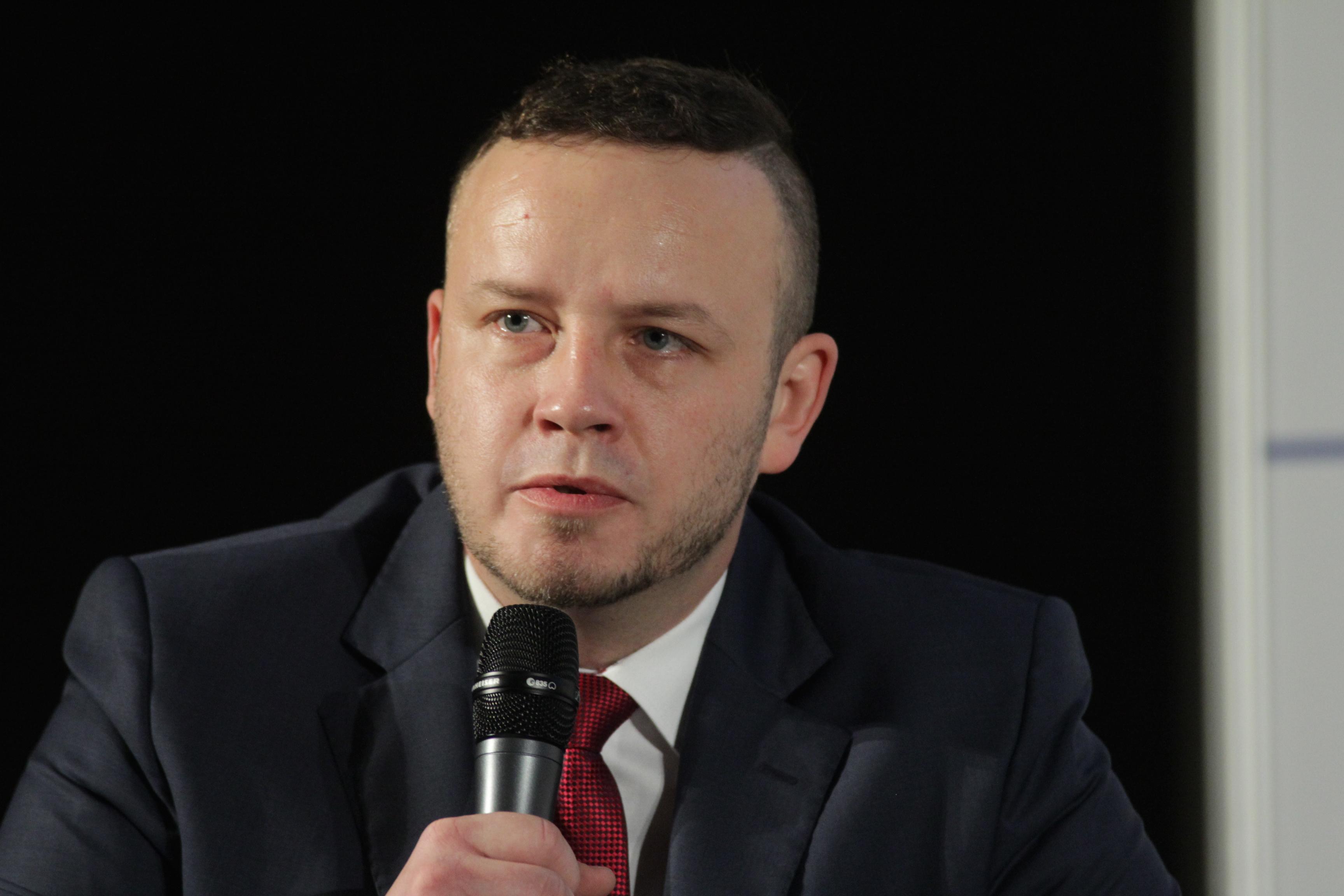 Ciekawą debatę moderował Rafał Kerger, redaktor naczelny PulsHR.pl, PortalSamorzadowy.pl (Fot. PTWP)