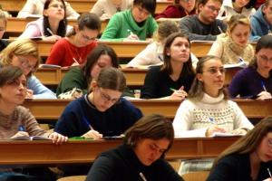 Ponad tysiąc studentów i doktorantów otrzymało stypendia