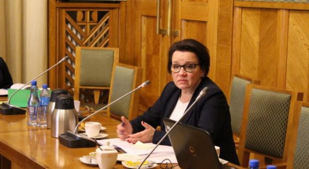 Zalewska tłumaczy tempo wprowadzania reformy: Powiedzcie pracodawcom, że muszą poczekać na nowe szkoły