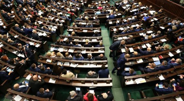 Posłowie chcą zniesienia barier prawnych dla przedsiębiorców