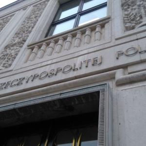 Posłowie podwyższyli najniższe emerytury do 1 tys. zł