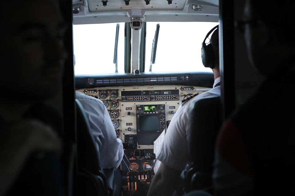 Wiele linii lotniczych uruchomiło w ostatnich latach program cadet pilot, który jest przepustką do zawodu pilota. (Fot. Pixabay)