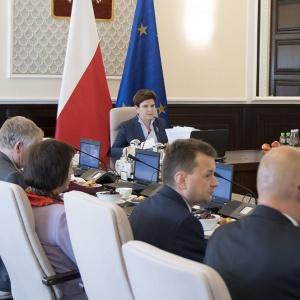 Rząd także chce zmniejszenia emerytur za służbę w PRL. Ma swój projekt