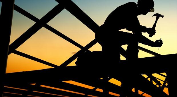 Wykwalifikowani pracownicy fizyczni, kierowcy i inżynierowie. To ich brakuje w Polsce najbardziej