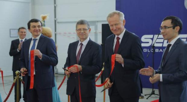 Selena, praca: Nowy fabryka i centrum dystrybucyjne w Kazachstanie