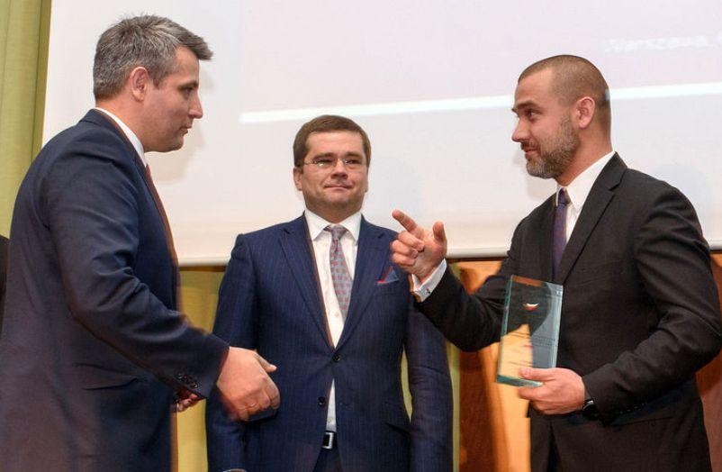 Wiktor Dokór odbiera nagrodę dla ProProgressio. (fot. PAIiIZ)