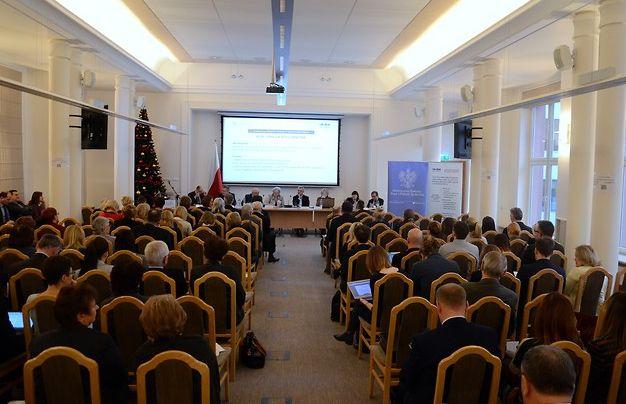"""Konferencja """"Krajowy dialog ds. przyszłości pracy"""" w MRPiPS. (fot. MRPiPS)"""