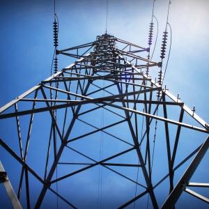 """13 śmiertelnych wypadków porażenia prądem. Tauron """"włącza bezpieczniki"""""""