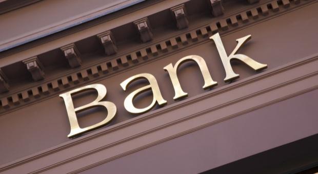 Zarobki w bankach: Koszty wynagrodzeń i świadczeń pracowniczych w bankach w Polsce