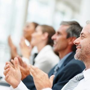 Ten sektor coraz chętniej zatrudnia osoby po pięćdziesiątce