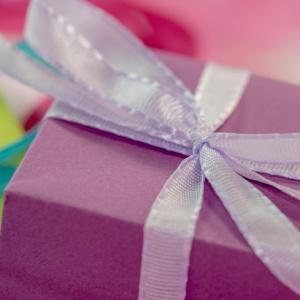 Świąteczny prezent dla szefa. Postawić na klasykę czy nieszablonowość?