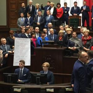 Posłowie za blokowanie mównicy dostaną wysokie kary?