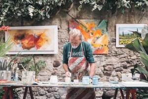 Długi artystów wzrosły o jedną trzecią