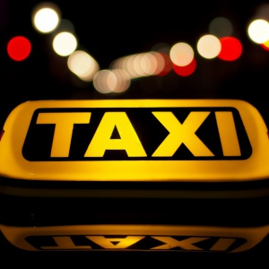 Taksówkarze kontra Uber: Sąd zwrócił pozew. Przyczyną braki formalne