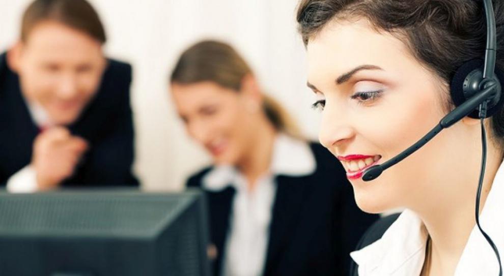 Praca i zarobki w call center: Na rynku brakuje telemarketerów