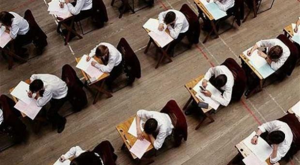 Dostęp do pytań z egzaminów lekarskich będzie, ale ograniczony. NRL interweniuje