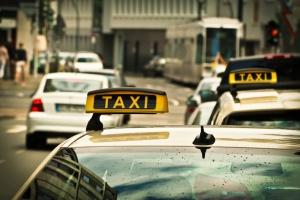 Miasto wsparło taksówkarzy w walce z Uberem