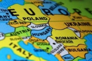 Praca dla cudzoziemców: Imigranci zalewają polski rynek pracy. Rekordowa liczba zezwoleń