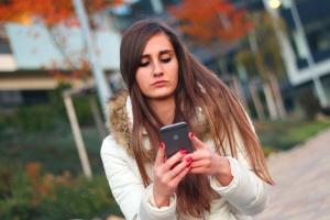 Rekruter umówi się z kandydatem przez SMS-a