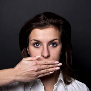 Masz ochotę ponarzekać na szefa i firmę? Musisz wiedzieć z kim i o czym rozmawiać