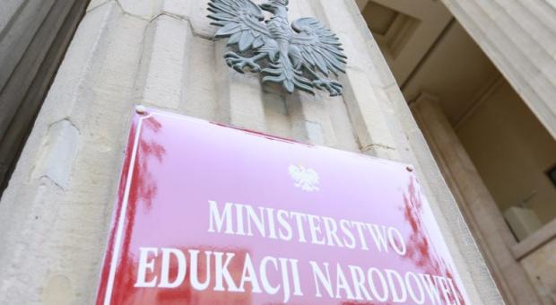 Nauczyciele nie mogą prowadzić działalności politycznej w szkole