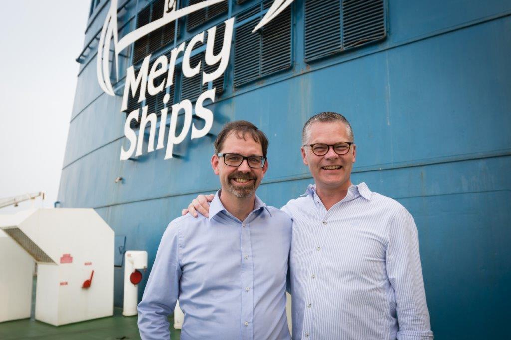 Na zdjęciu Niclas Mårtensson, dyrektor zarządzający Stena Line oraz Pascal Andréasson, szef marketingu szwedzkiego oddziału Mercy Ships. (fot. mat.pras.)