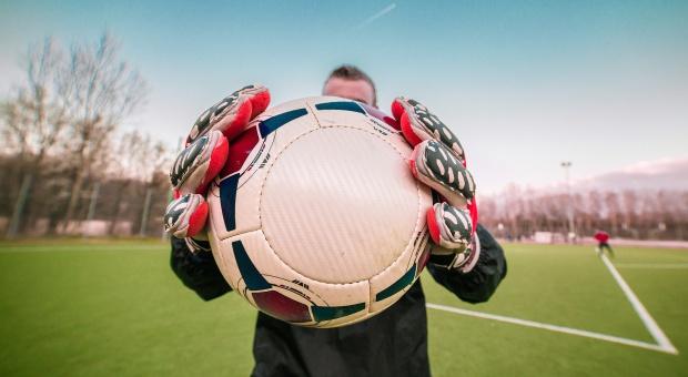 Piłkarze narażeni na uszkodzenia mózgu i demencję