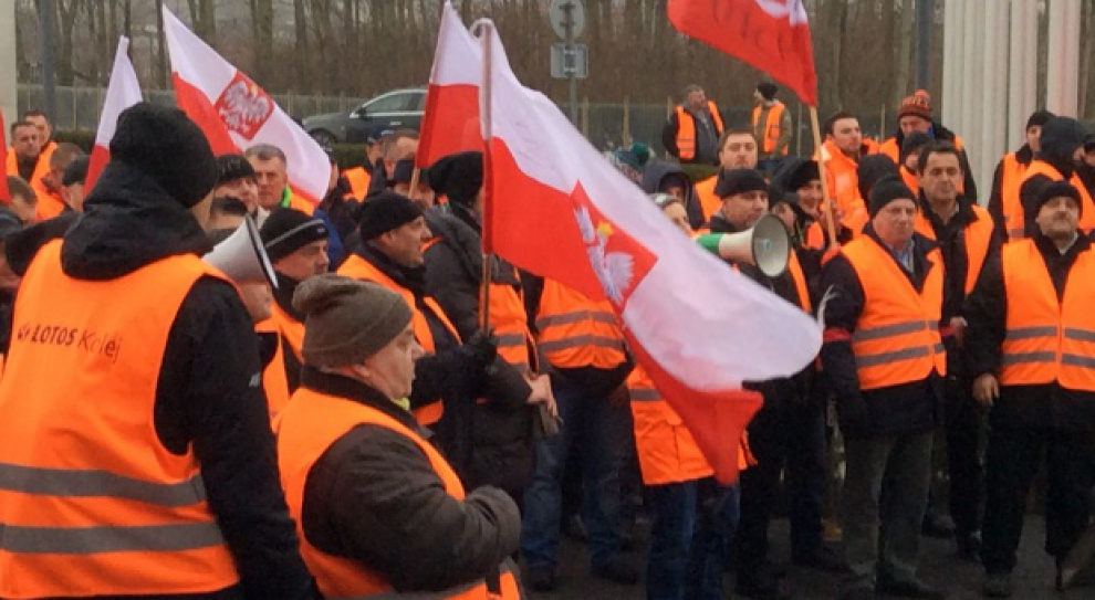 Lotos Kolej w Gdańsku, protest: Pracownicy nadal protestują. Chcą odwołania wiceprezesa