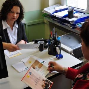 Programów aktywizacji bezrobotnych coraz więcej, ale chętnych do pracy mniej